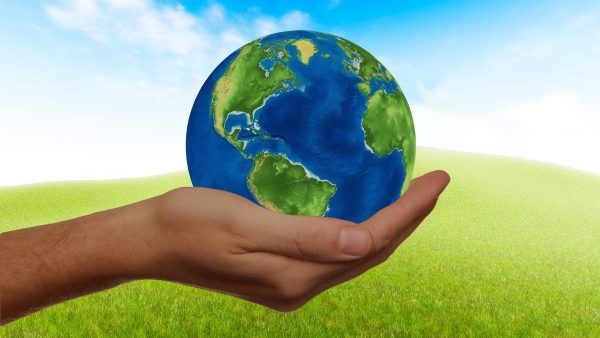 Erde in Hand